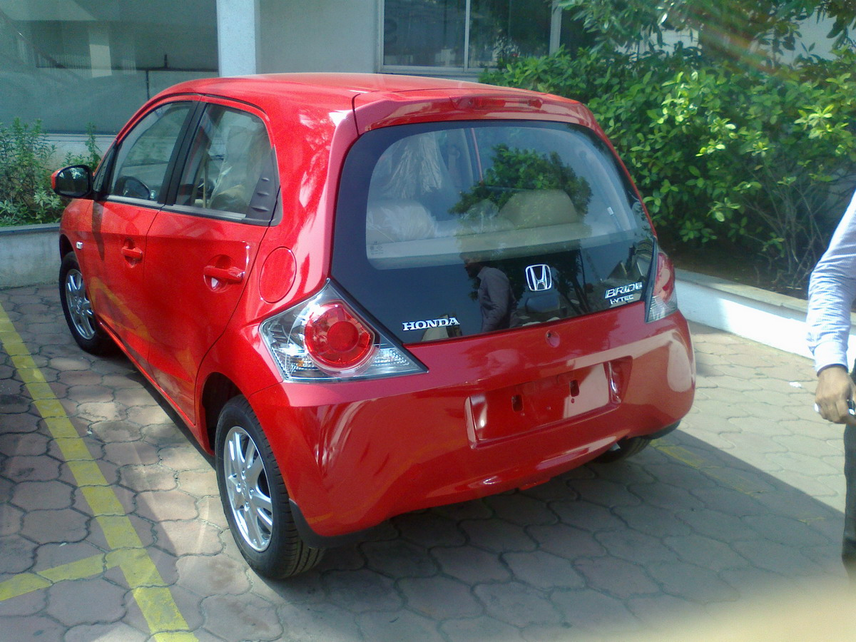 http://3.bp.blogspot.com/--qZZ-BVBcAA/UHMWaa4ualI/AAAAAAAAKaE/ConfkHyHRzw/s1600/Honda+Brio+Automatic14.jpg