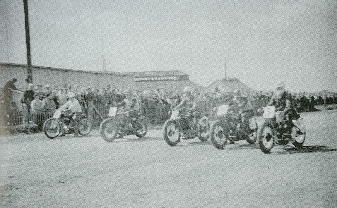 MOTOS en NOIR & BLANC - Page 10 MotorcycleRaces2