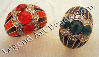 Two brightly coloured rings of yellow gold, set with rubies, emeralds, diamonds and amethysts.