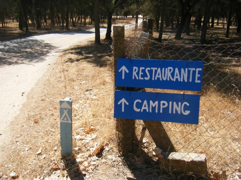 Indicações para o Restaurante e Parque de campismo - fica a cerca de 500m á frente