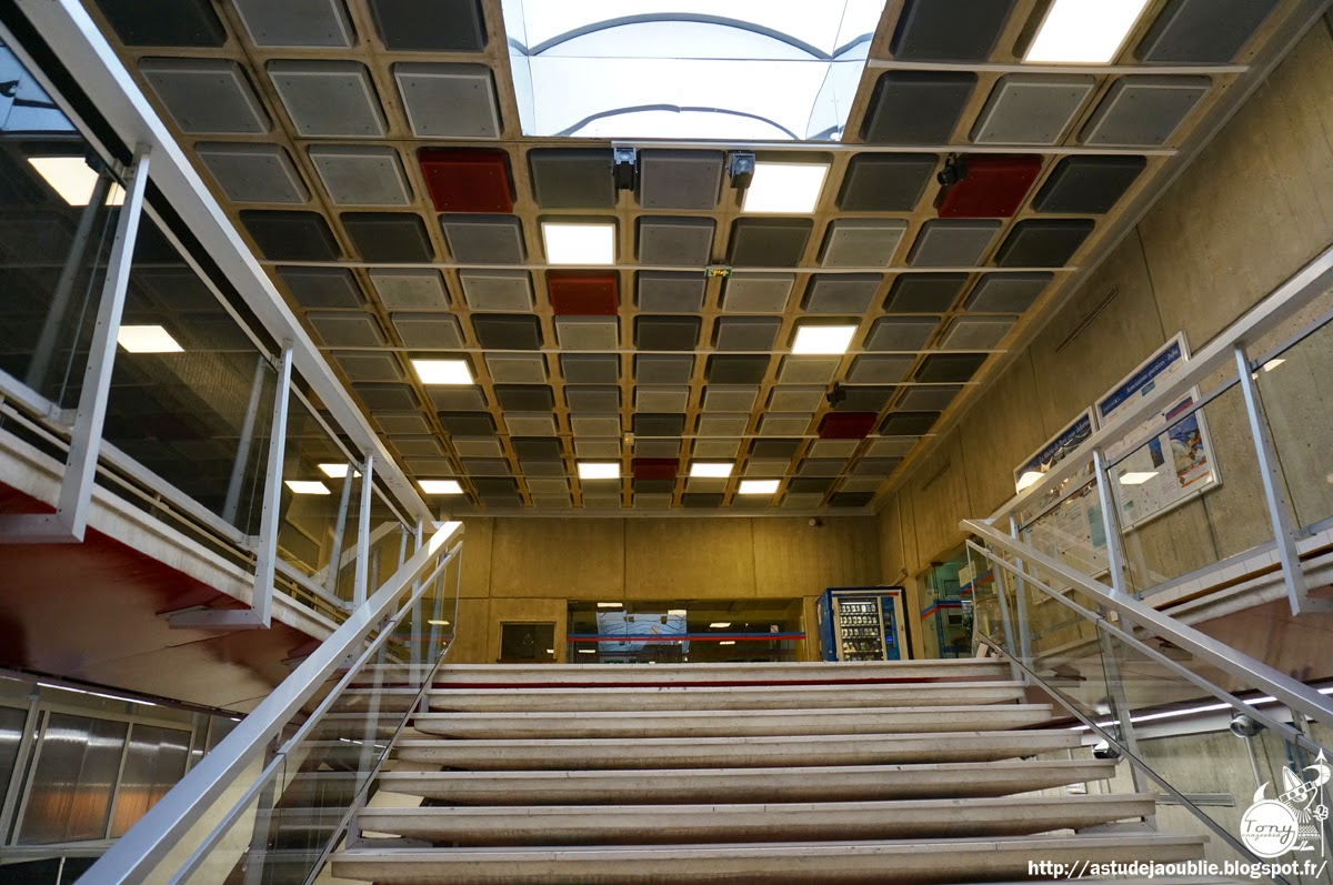 Paris centre sportif la plaine jean pierre sevaistre for Piscine 15eme