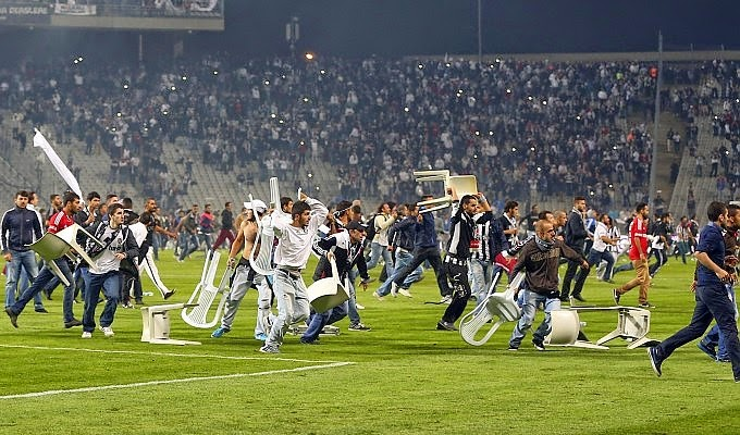 I scontri Besiktas - Galatasaray. foto: repubblica.it