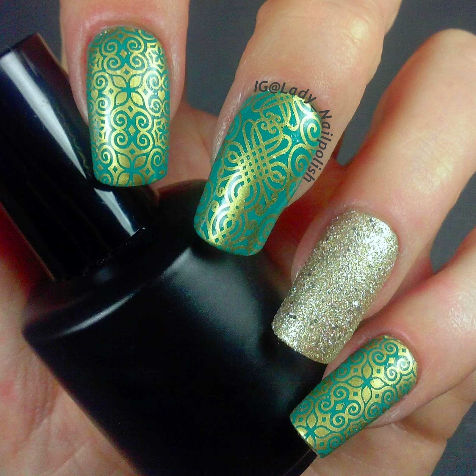 Зеленые ногти с золотом фото