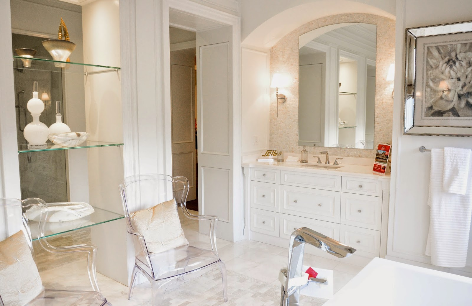 PMLOTTO KLEINBURG SHOWROOM: GLAMOROUS MASTER ENSUITE