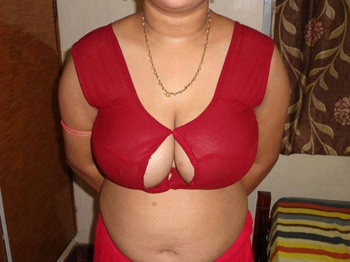 She aunties big boobs Telugu actress sex nude photos mothers name?