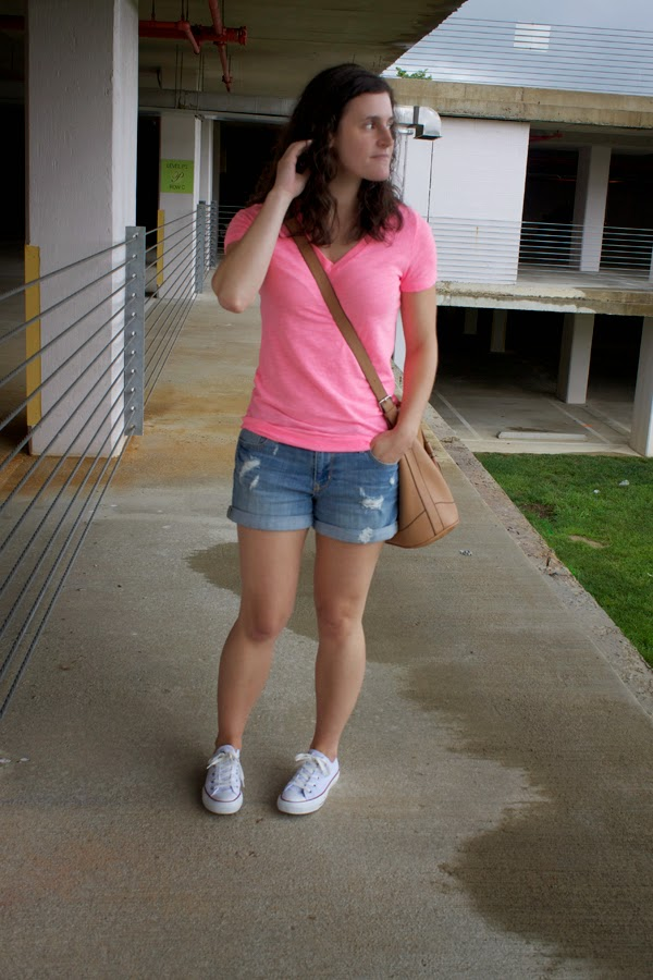 Target tee, v neck tee, old navy shorts, back to school, old navy bucket bag