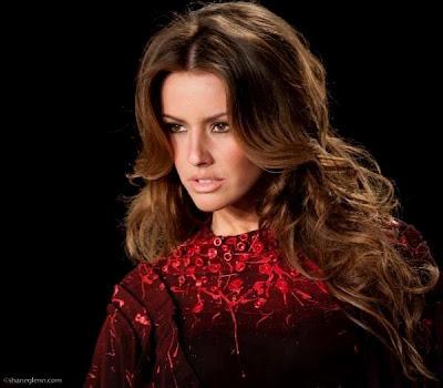 She will represent Kosovo in Miss Universe 2011 in São Paulo, Brazil.