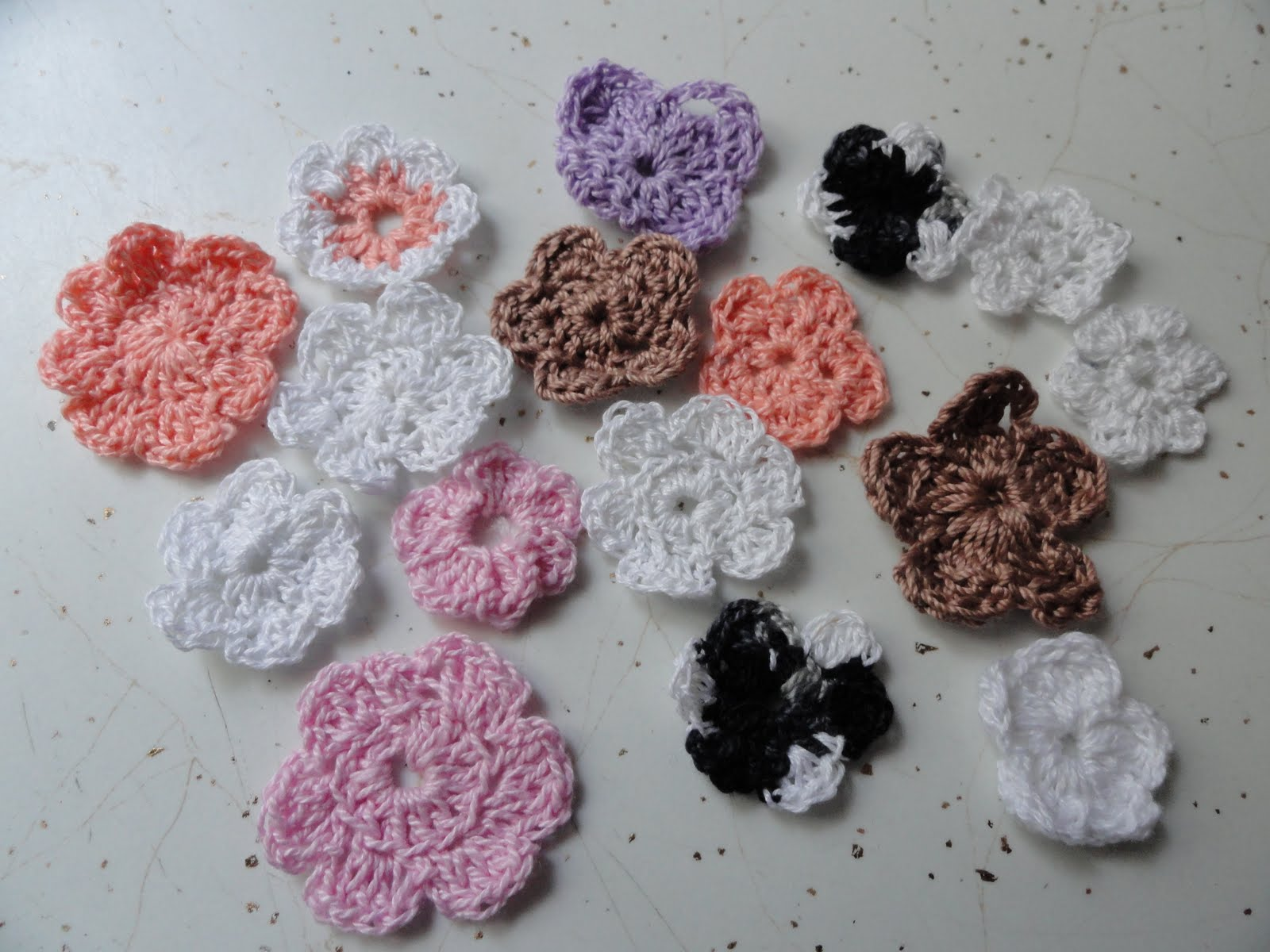 U inspire me hand made crocheted flowers and hat pins i received several beautiful crocheted flowers from dorcas as a win in a blog hop i decided to try my hand at these even though i have never crocheted izmirmasajfo
