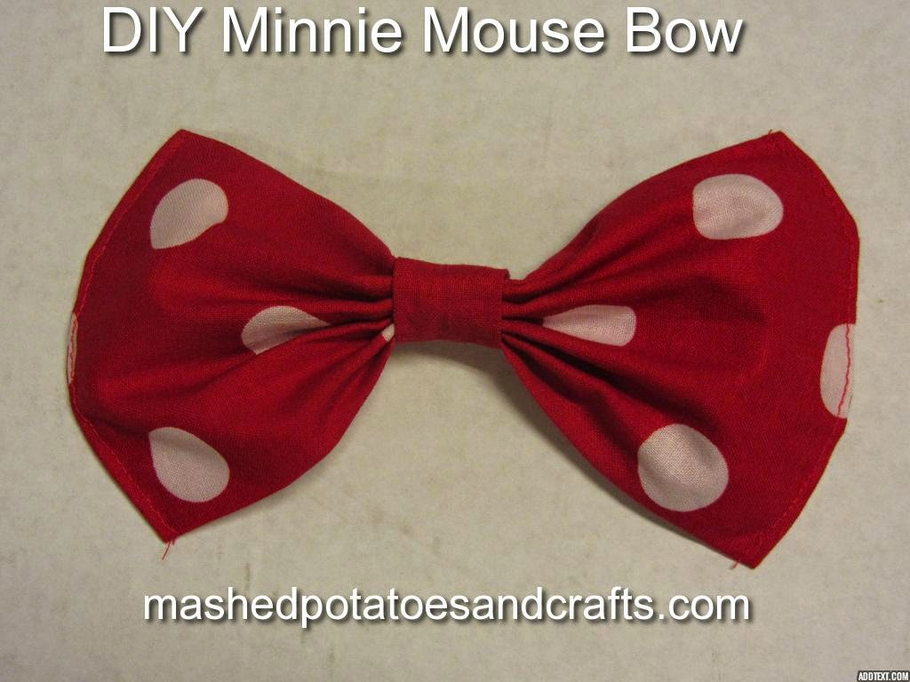 http://www.mashedpotatoesandcrafts.com/2014/10/minnie-mouse-bow-with-rounded-edges.html