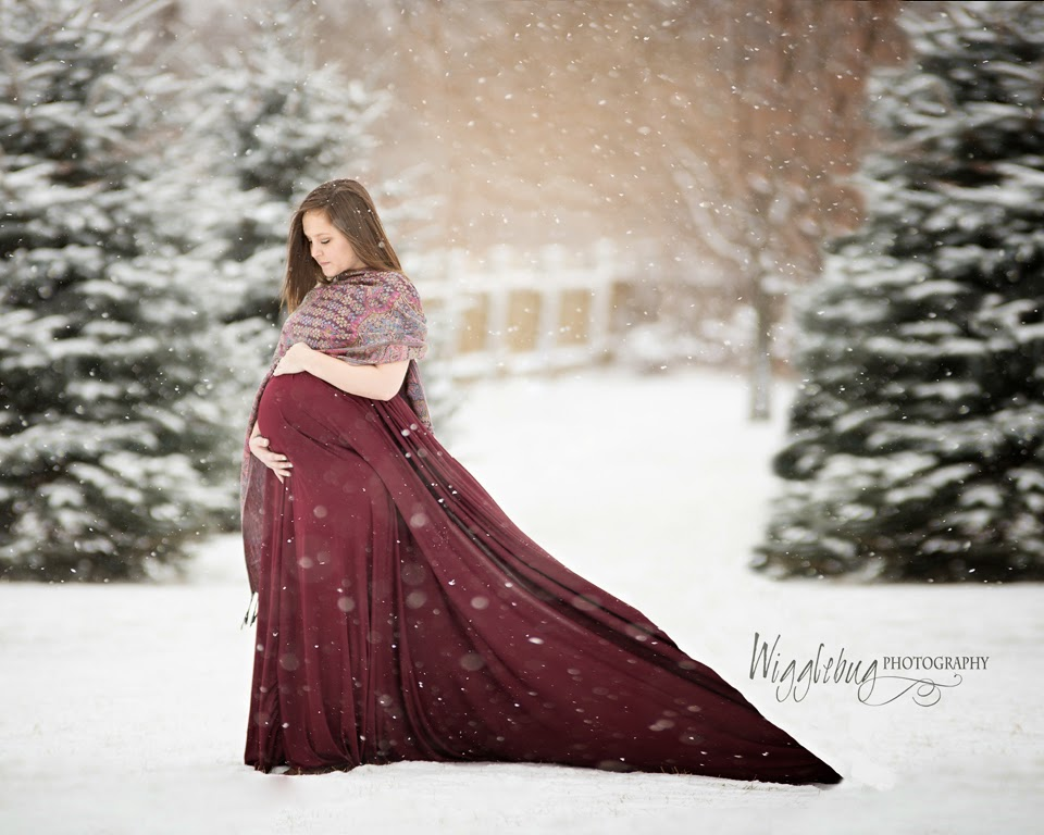 Snowy Winter maternity photo