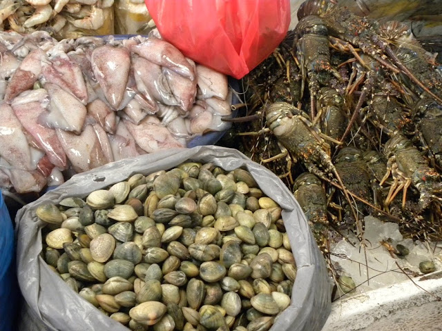 Dubai Deira Fish Fruit Market