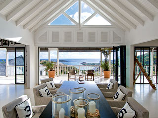 the champagne taste: beach-themed dining room