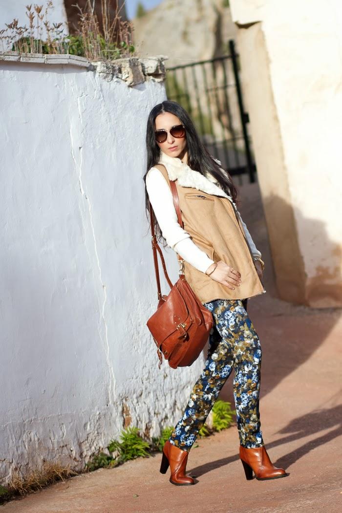 Pantalones de flores color azul y mostaza de neopreno