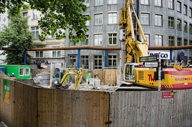 Baustelle Neubau Regenwasserkanal, Fasanenstraße / Hardenbergstraße, 10623 Berlin, 24.06.2013