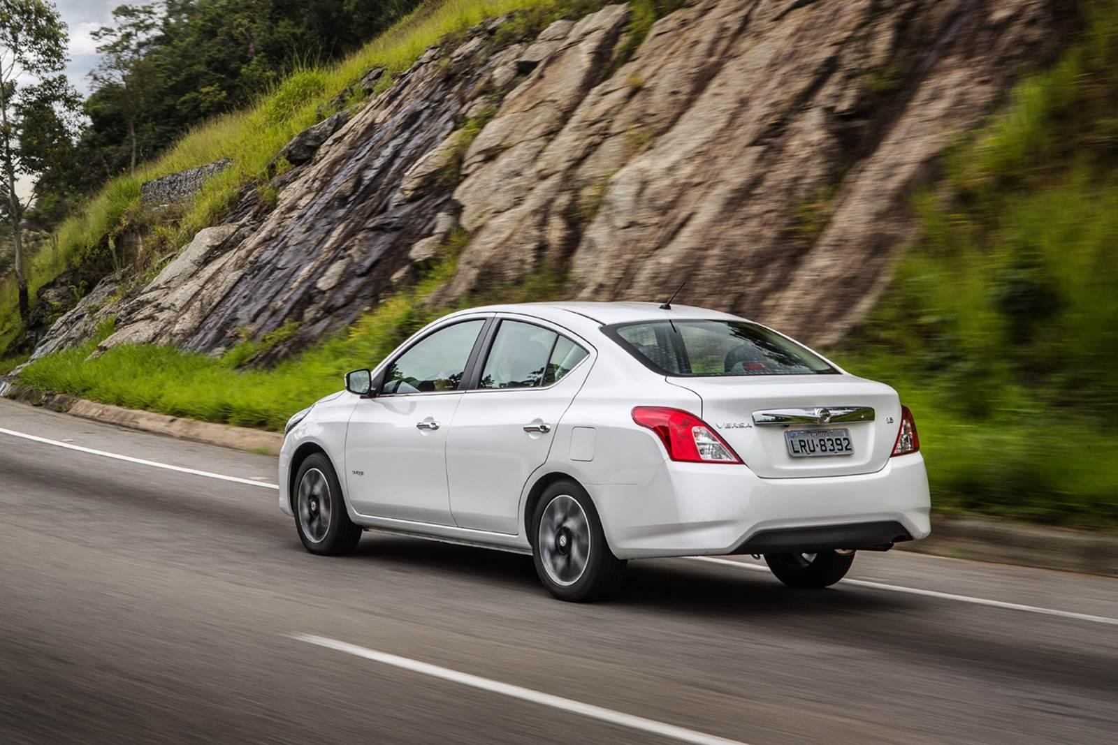 Novo Nissan Versa 2016 1.6 Unique - topo de linha