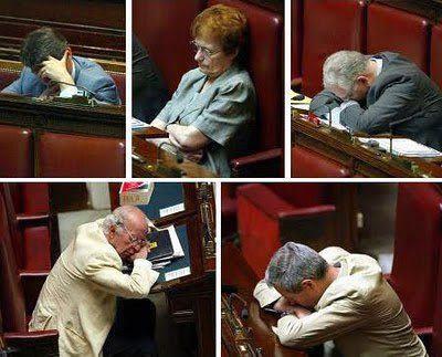 """Políticos """"trabajando"""" duramente."""