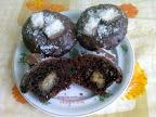 Bounty muffin, kókuszos bon-bonnal töltött, kókuszreszelékkel díszített sütemény.
