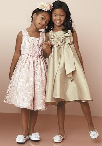 Descubre la colección de moda infantil y bebés. Vestidos, camisas, pantalones, ranitas, bodys, complementos, zapatos y mucho más.