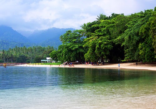 Menikmati Keindahan Bawah Laut Pantai KupaKupa Halmahera Utara