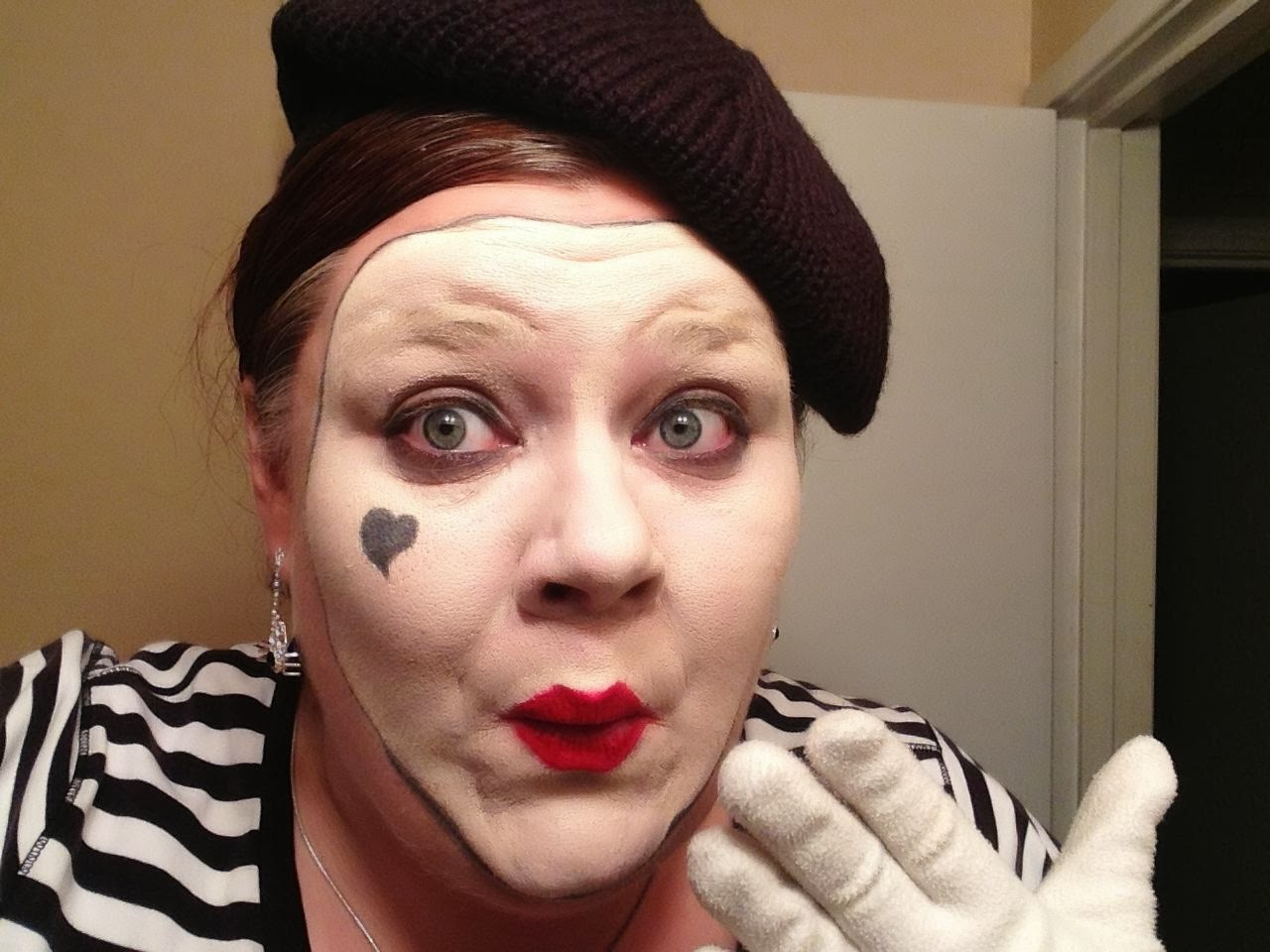 Displaying 20> Images For - Happy Mime Makeup...