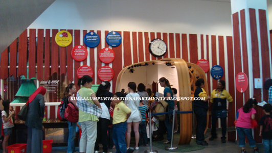 Kuala lumpur vacation apartments march 2012 this is the childrens play area available at ikea its an attraction on its own as you can see from the image above people are queuing up to get their sciox Choice Image