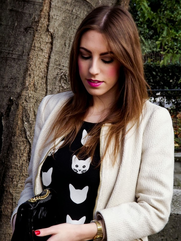 H&M Cat Dress Zara Sheer Golden Jacket Casio Mini Vintage Watch gold Essence Lipstick n.09 Wear Berries