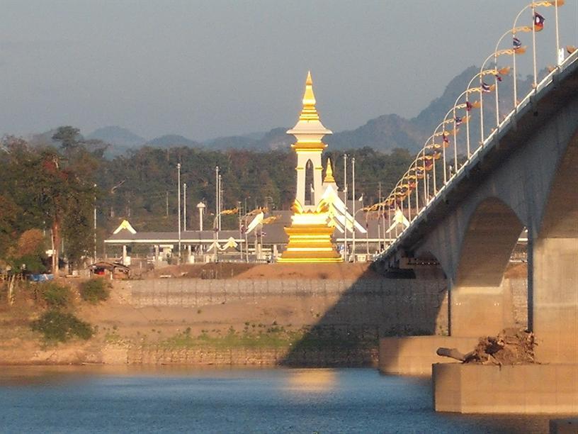 สะพานข้ามแม่น้ำโขง จ