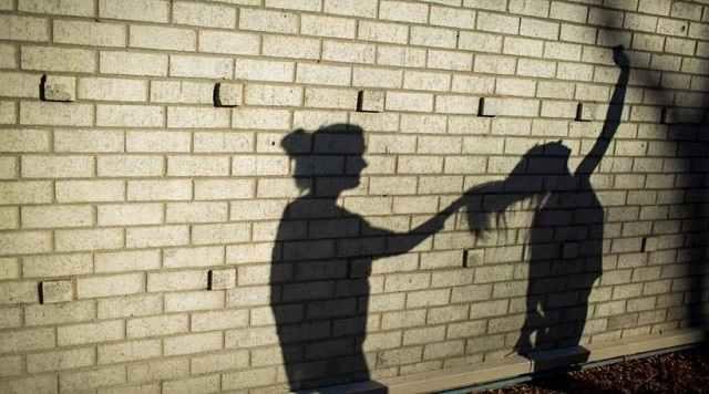Ρόδος: 15χρονη μήνυσε τη μητέρα της για ξυλοδαρμό - «Απειλεί πως θα με σκοτώσει»