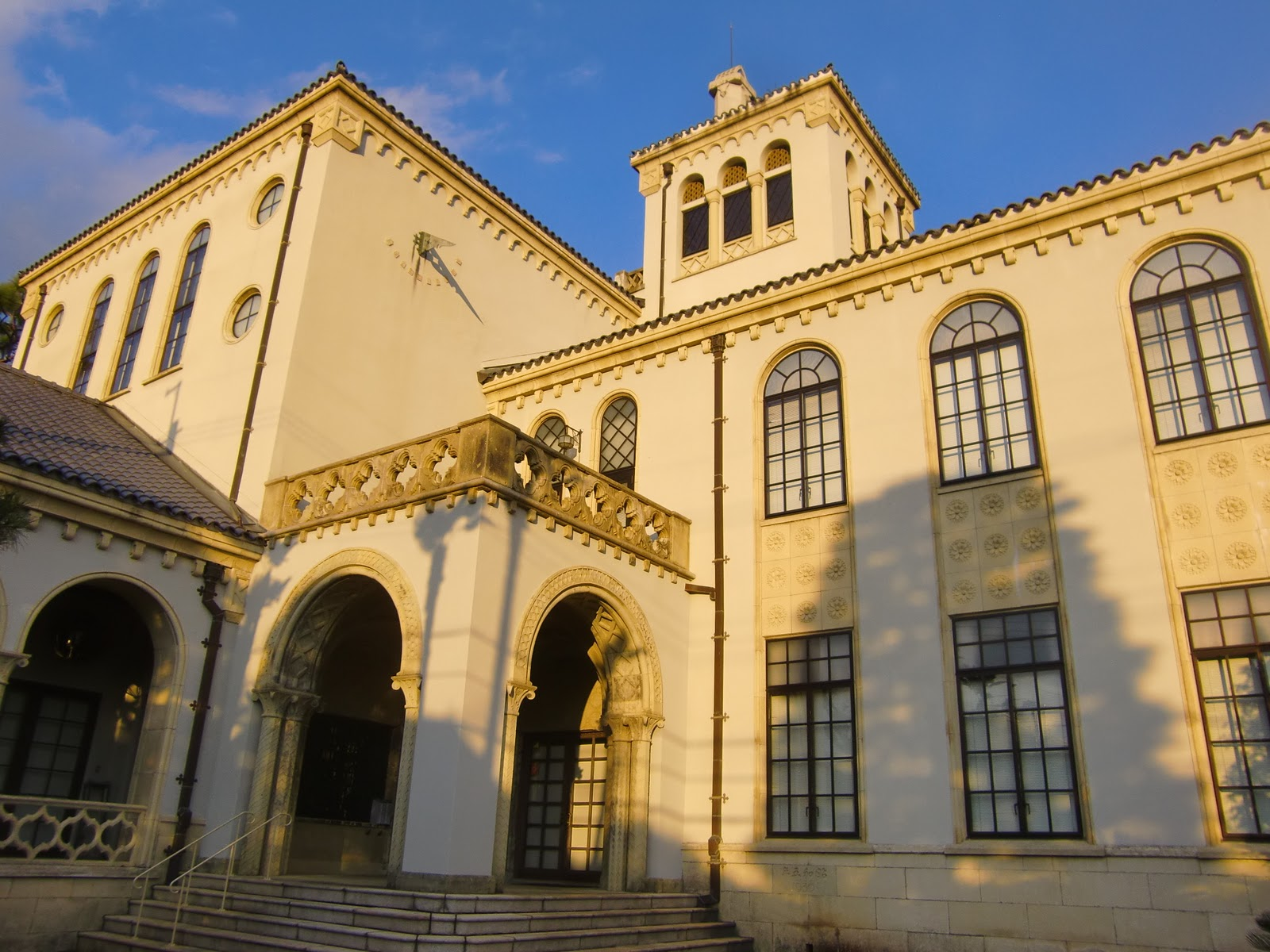 建物の歴史はこのセンターのHPに詳しい。 相和5年竣工設計者は武田五一 (関西の歴史的建造物には、この方の設計になるものが多い)