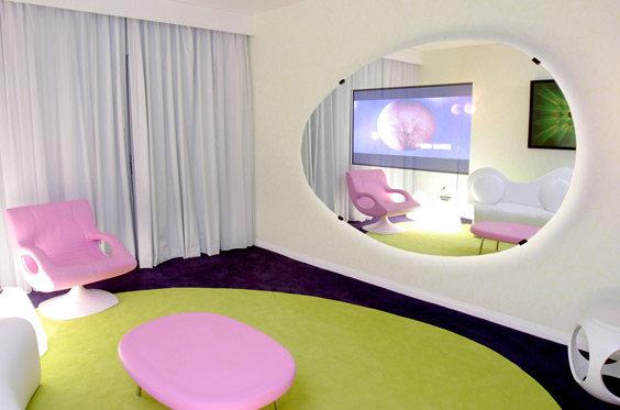 Le design selon quan le design selon karim rashid - Bar moderne a new york avec design en forme de bulle ...