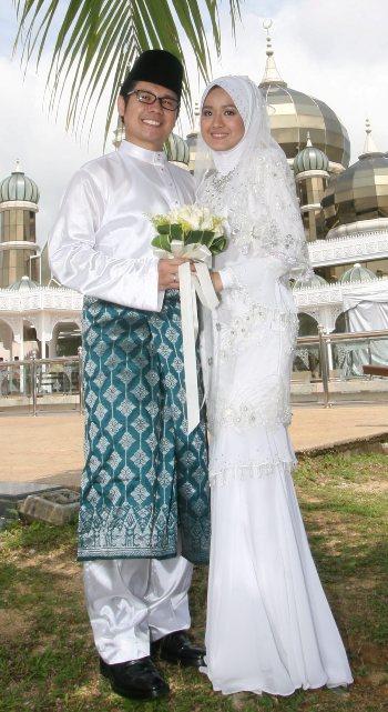 Gambar Majlis Persandingan Ally Iskandar dan Nurfarahin Hadapan Masjid