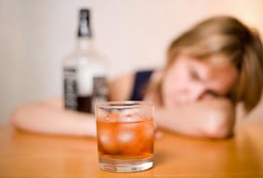 alkohol-obat-menyebabkan-hepatitis