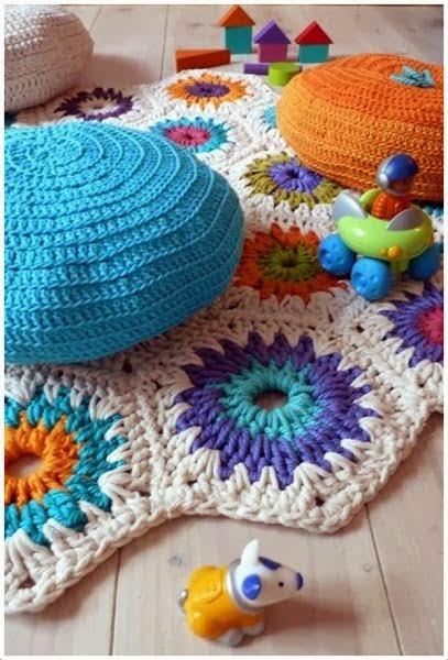 alfombra de trapillo con hexágonos de colores
