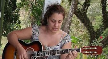 Olha eu aí tocando violão!!! 85 Kg