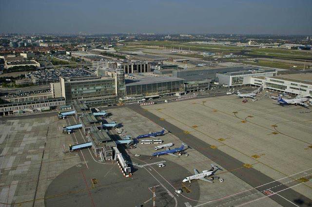 Η διάρκεια των απευθείας πτήσεων από το αεροδρόμιο της Αθήνας προς το αεροδρόμιο των Βρυξελλών είναι περίπου 2,5 ώρες.