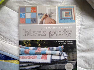 Tilkkukirjat: Block Party - The Modern Quilting Bee, Alissa Haight Carlton & Kristen Lejnieks. Kansikuva.