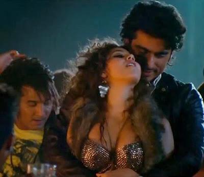 Arjun Kapoor's HOT SCENES In Aurangzeb Movie