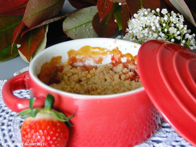 Le crumble fraise, rhubarbe (avec une pointe de noix de coco) !