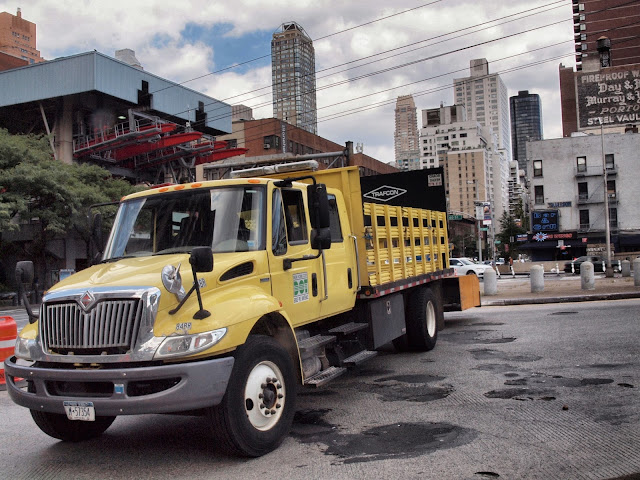 Big Yellow Truck, NYC DOT, Blocking the entrance to the Queensboro Bridge, Manhattan side