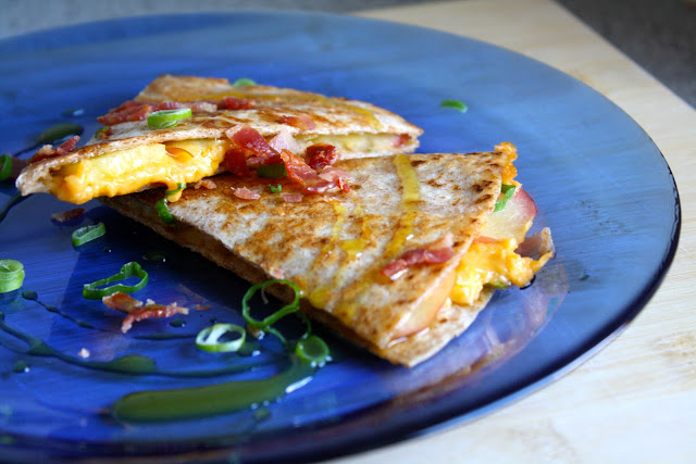 quesadillas, cheddar, bacon, æble