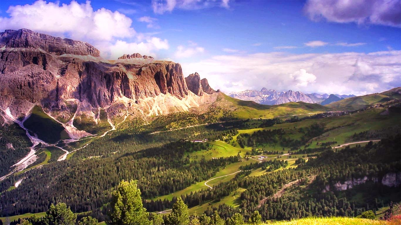 Gardena Pass and the Sella Group in the Dolomites, Italy (© Shutterstock) 543