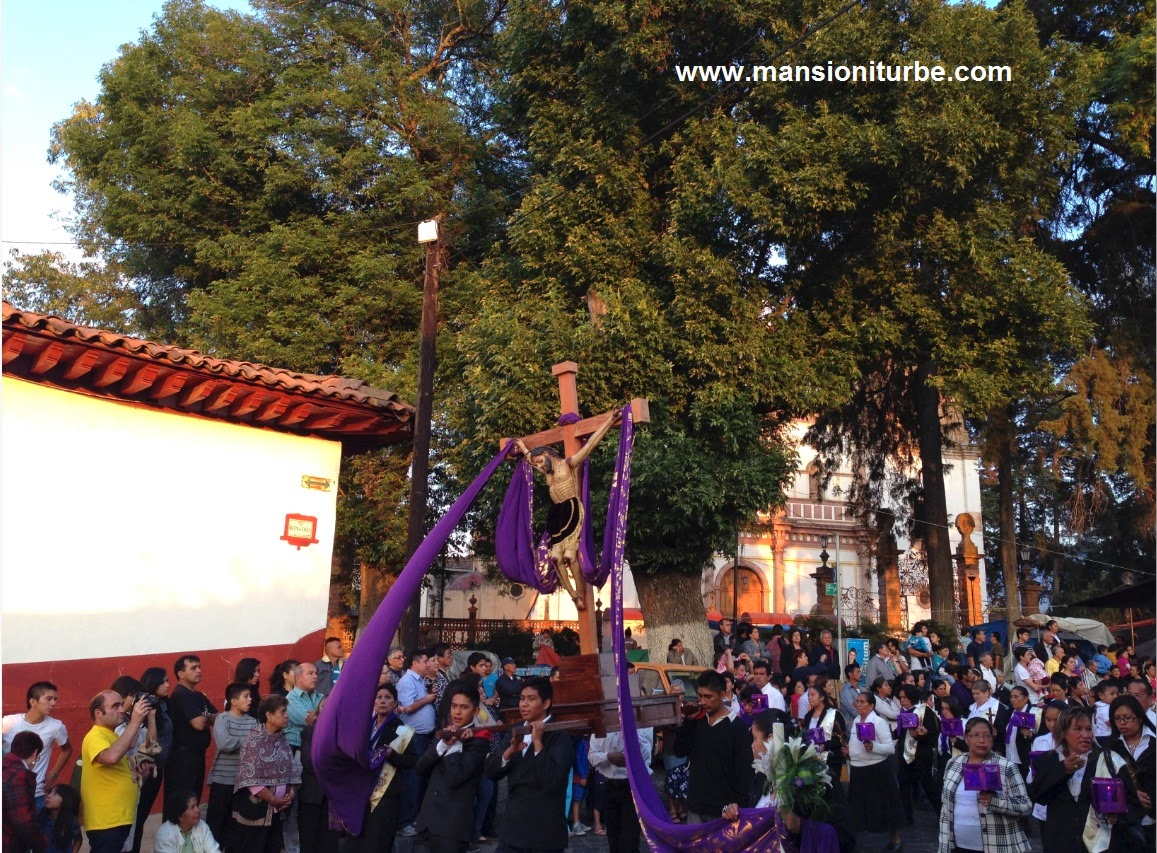 Pátzcuaro en Semana Santa la Procesión de los Cristos