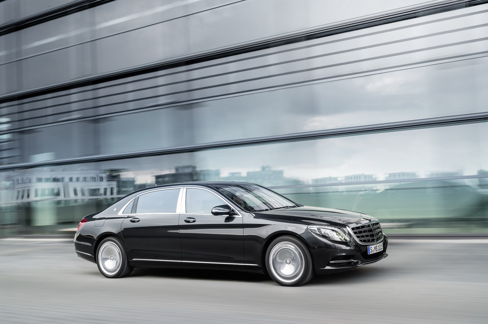 new mercedes maybach s600 from 189 350 in the usa 31k more than s600 carscoops. Black Bedroom Furniture Sets. Home Design Ideas