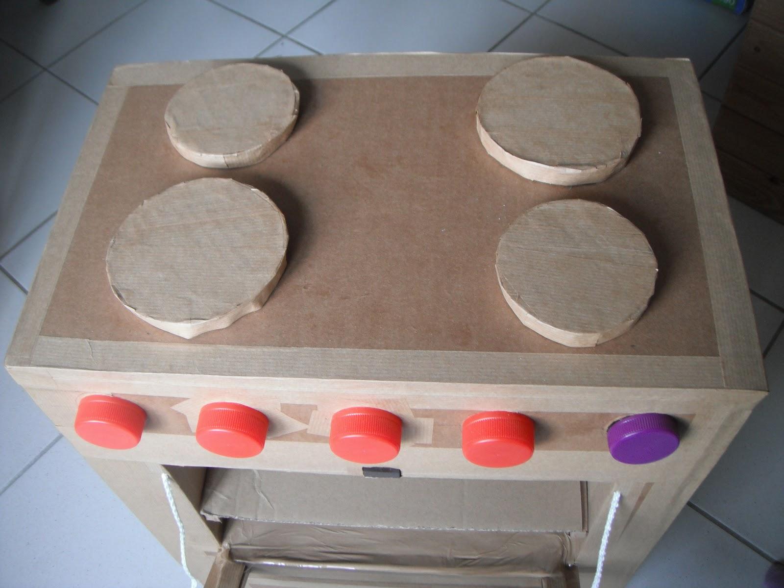 touche a tout le retour cuisiniere en carton. Black Bedroom Furniture Sets. Home Design Ideas