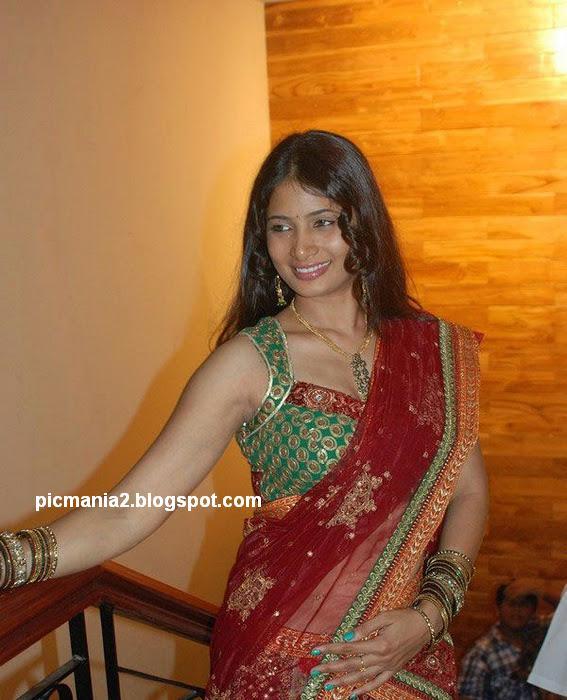 Sriji in Saree Cute Hot