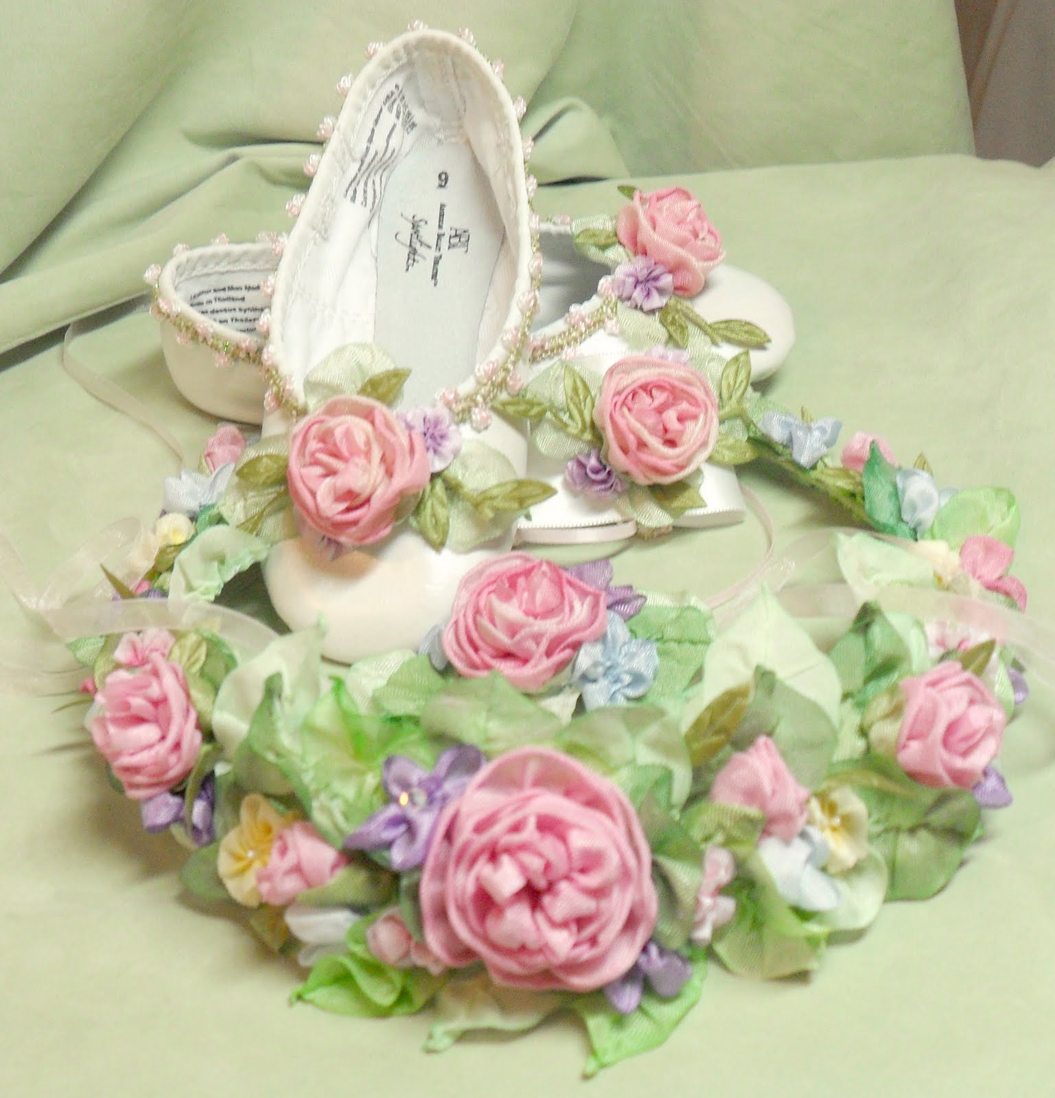Ribbon Work Designs http://lambsandivydesigns.blogspot.com/2011/08/wedding-flowers-in-ribbon-work.html