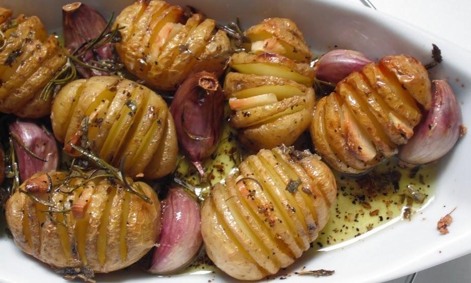 Batata Bolinha Assada com Alho e Ervas (vegana)