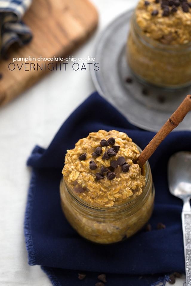 Pumpkin Chocolate Chip Cookie Overnight Oats #pumpkin #oats #oatmeal #Fall #Autumn