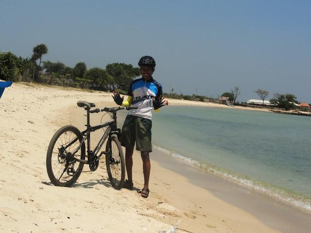 Di pantai Blebak, Jepara