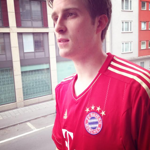 Fräulein Bergers Froind im FC-Bayern-Trikot